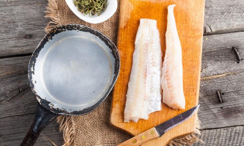 File bijele ribe s gljivama i rajčicom