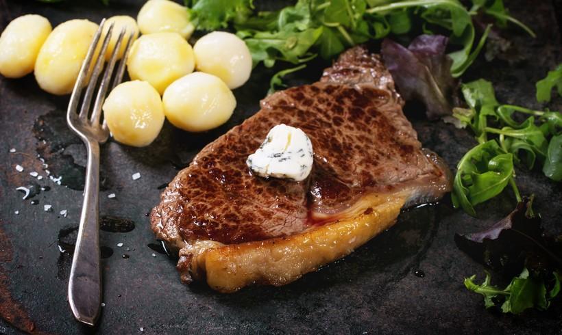 Biftek s preljevom od hrena